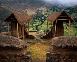 Incan Ruins and Farms, Pisac; Sacred Valley, Perú