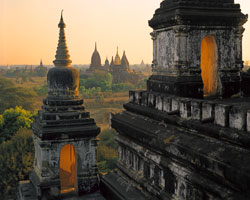 Thatbyinnyu Stupas and Sinmyarshin Pogodas